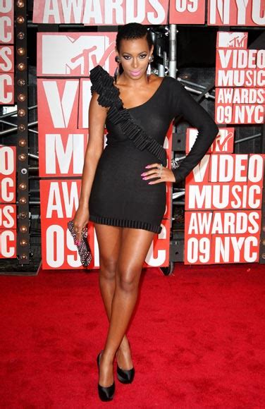 Solange Knowles Horrid Louis Vuitton At Mtv Trl Times Square by Madonna Shakira Beyonc 233 Desfile De Estrellas En Los