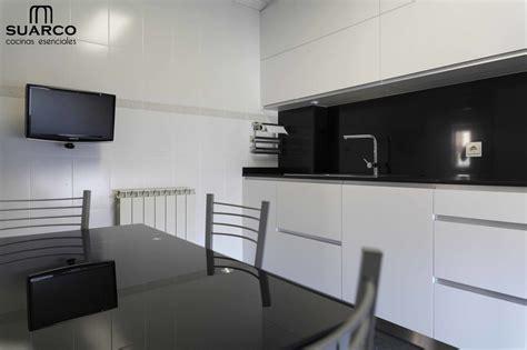 cocina moderna en blanco  negro cocinas suarco fabrica