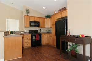 Light Kitchen Flooring I Want Hardwood Floors But Light Cabinets It Actually Doesn T Look Bad In This