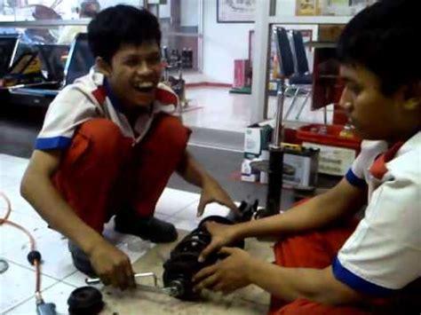 Shockbreaker Depan Avanza pacira otomotif spesialis bengkel kaki kaki mobil