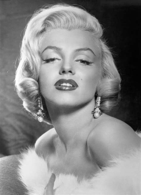 five great shots from five classic hollywood black white films old hollywood beauty secrets marilyn monroe beauty tips