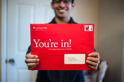 College Acceptance Letter Big Envelope Future Hornets Enjoy Acceptance Letters In Big Envelopes Lynchburg College