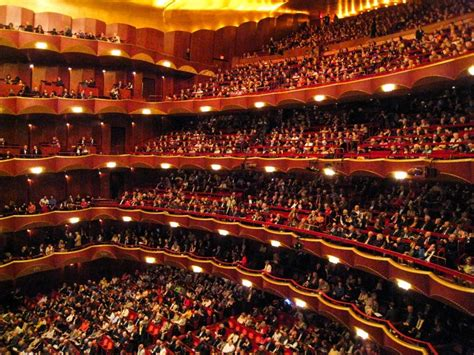 metropolitan opera house widownie teleskopowe w operach
