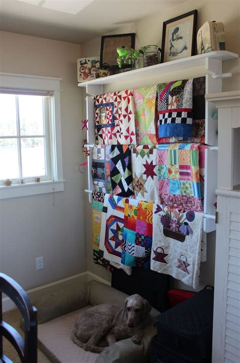 Quilt Hangers For The Wall by Quilt Hanger With Shelf For Walls Woodworking Projects