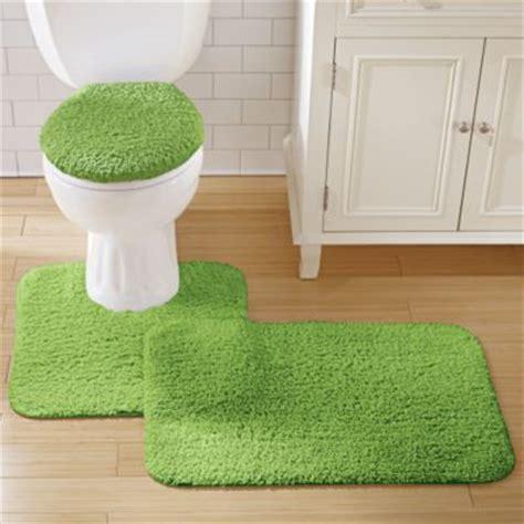The bathroom rug a beautiful and useful accessory