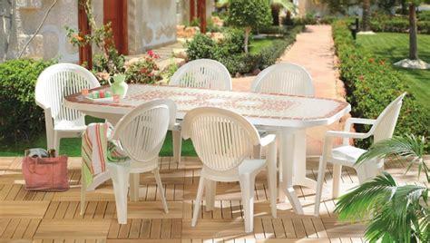 salon de jardin pvc blanc table et fauteuils de jardin en pvc