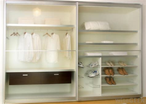 what are the different ways to organize a small closet