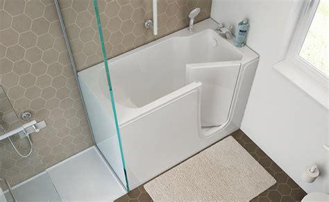 vasca bagno con porta bagno disabili e anziani come arredarlo in sicurezza