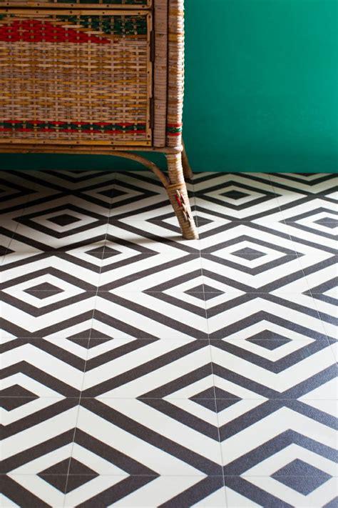 Black And White Bathroom Vinyl Flooring by Black And White Vinyl Bathroom Floor Tiles Creative