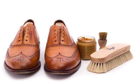 Schuhe Polieren Tuch Oder Bürste by Polieren Mit Ross Und Yakhaarb 252 Rste