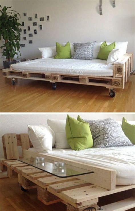 Sofa Mit Matratze by Best 25 Pallet Sofa Ideas On Pallet Furniture