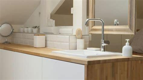 Superb Salle De Bain Moderne Avec Baignoire Dangle  #2: Meuble-de-salle-de-bains-avec-lavabo-encastre_4889941.jpg