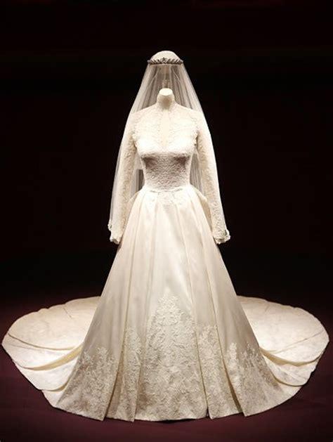 hochzeitskleid der queen herzogin catherine brautschau im buckingham palace gala de