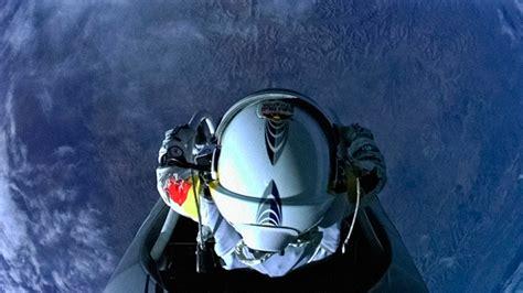 space dive 人類が成層圏からスカイダイブし音速を突破 レッドブル ストラトス成功の快挙 challenge soul