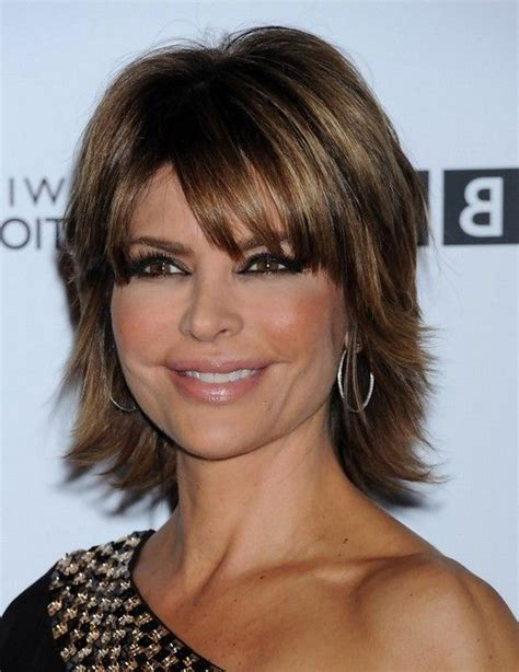 does lisa rinna have thick hair lisa rinna layered short straight cut with bangs for thick