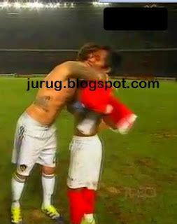 Kaos David Beckham foto andik vermansyah tukar kaos dengan david beckham