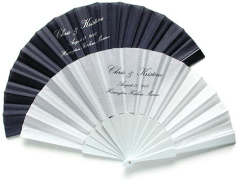 custom made hand fans i gadget per gli invitati ad un matrimonio d estate