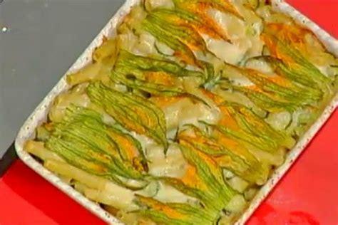 pasta con fiori di zucchine ricette ricetta timballo di pasta zucchine e fiori di zucca