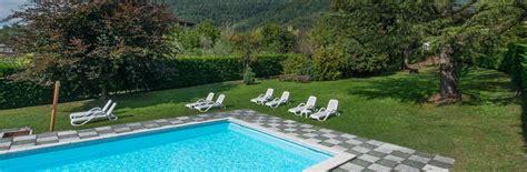 giardino piscina hotel con piscina a levico terme e giardino esterno
