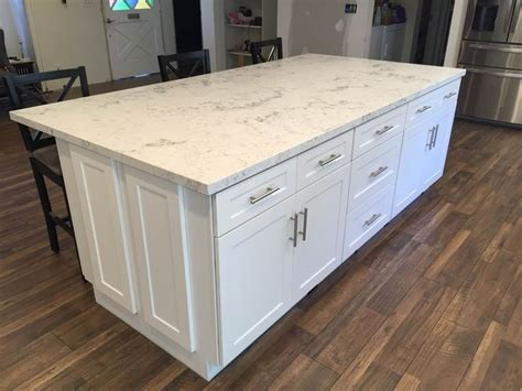 shaker style kitchen cabinets white best 25 white shaker kitchen cabinets ideas on