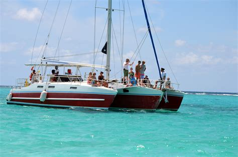 grand cayman catamaran excursion stingray city trimaran grand cayman charters snorkeling
