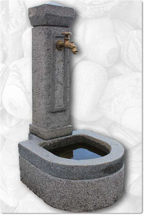 gartenbrunnen stein modern brunnen teilpoliert brunnen teilpoliert