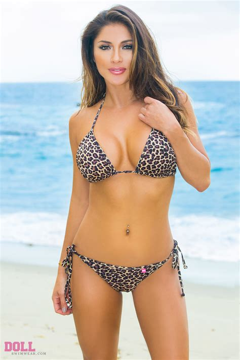 kelly brook rocks tiny birthday break indonesia jeremy parisi daily