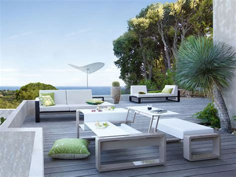 outdoor modern patio furniture applying the modernity from the outside by purchasing the
