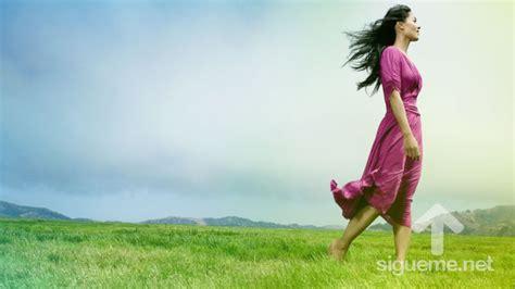 imagenes mujeres cristianas orando caminemos con jesus cada dia karen moore mujer cristiana