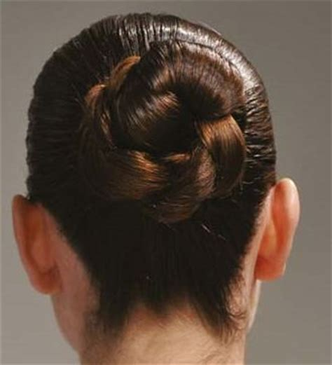 is putting hair in a bun a new fad how to put your hair up in a bun helptionary