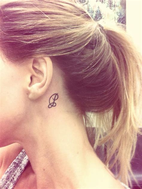 tattoo lettering behind the ear behind ear letter p tattoos and piercings pinterest