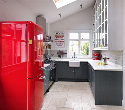 Modern Kitchen Color Ideas retro k 252 hlschrank bringt stimmung und zauber in die k 252 che mit