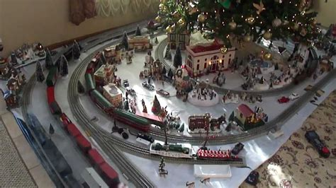 lionel layout youtube lionel trains 2011 christmas 5 track layout youtube