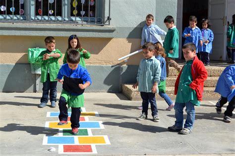 imagenes educativas juegos de patio san adri 225 n pinta juegos tradicionales en el suelo del