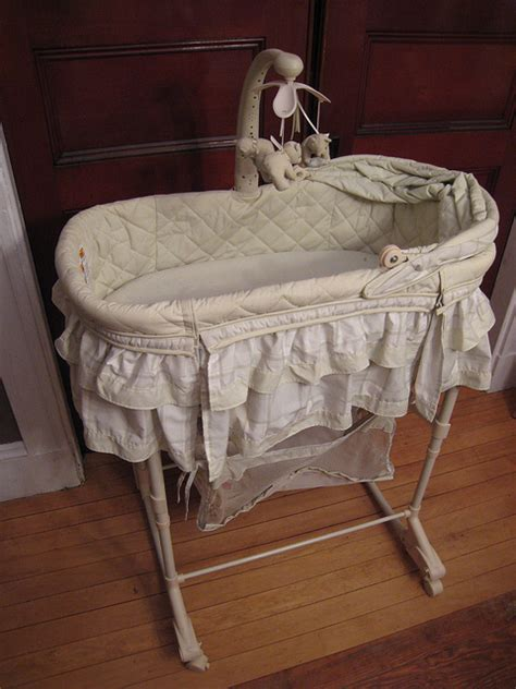 Difference Between Bassinet And Moses Basket Bassinet Vs Moving Baby From Moses Basket To Crib