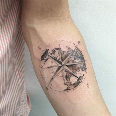 30 creativa bussola tatuaggio di disegni per gli uomini