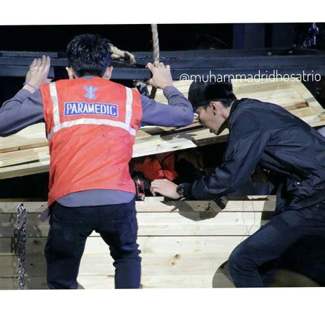 detik infotainment foto detik detik korban aksi demian aditya dievakuasi