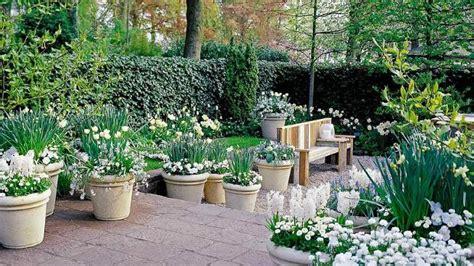 diseo de jardines enciclopedia dise 241 o de jardines con plantas y flores hoy lowcost
