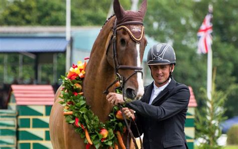 farewell to the horses hickstead crowd bids farewell to the one eyed wonder horse equisport