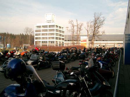 Motorradmesse Augsburg by Der Eisb 228 Renparkplatz F 252 Llte Sich Im Laufe Des Vormittages