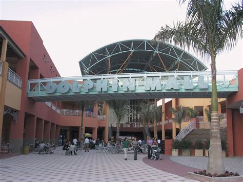 layout of dolphin mall outdoor shopping at the dolphin mall in miami