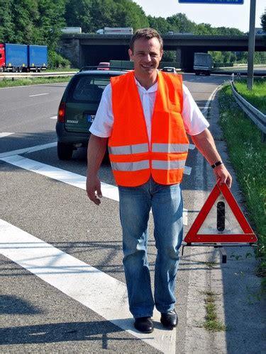 Warndreieck Motorrad Pflicht Deutschland by Die Warnweste Wird Pflicht Auto Medienportal Net