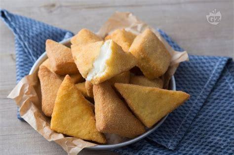 preparazione mozzarella in carrozza ricetta mozzarella in carrozza la ricetta di giallozafferano