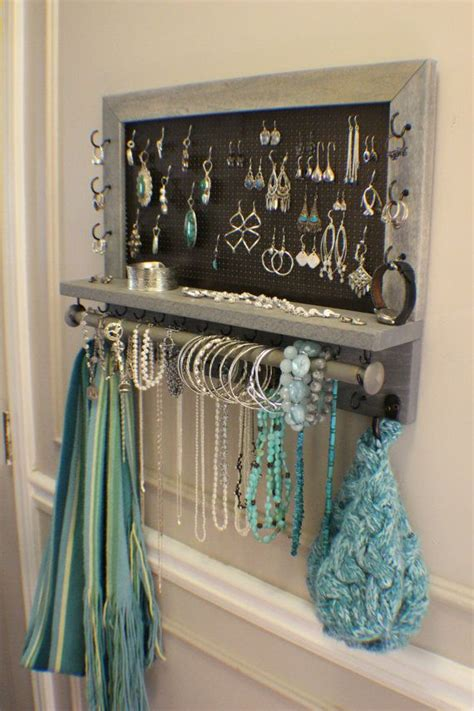 25  best ideas about Diy Jewelry Holder on Pinterest   Jewelry holder, Diy jewelry organizer and