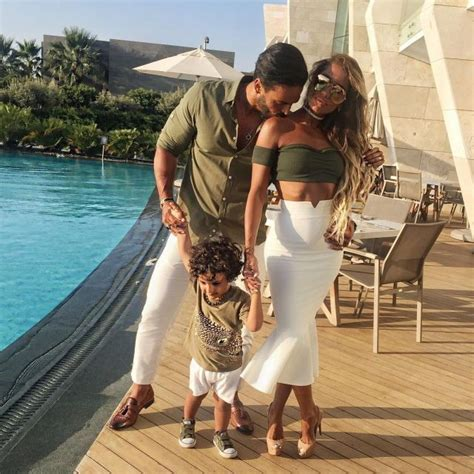 best 25 family picture outfits ideas on pinterest best 25 matching family outfits ideas on pinterest