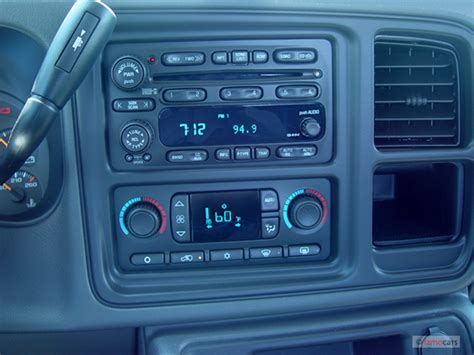 how make cars 2005 chevrolet avalanche 1500 instrument cluster 2005 chevrolet avalanche chevy pictures photos gallery the car connection