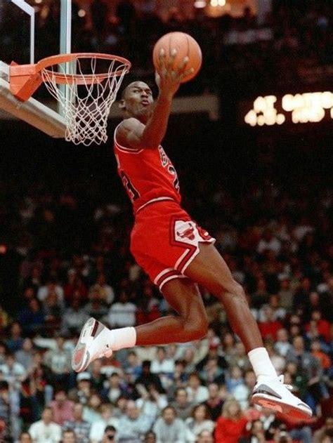 imagenes de jordan volando 1988年扣篮大赛上乔丹的扣篮瞬间