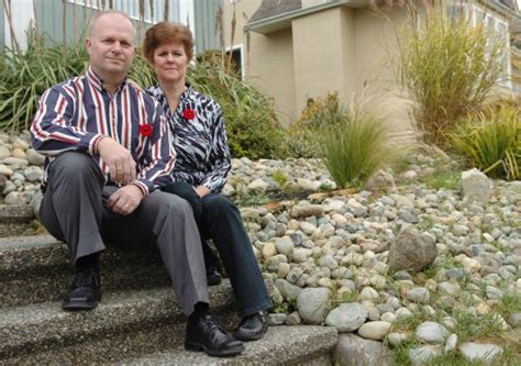 soldier and spouse and their traveling house books veterans find healing with transition program