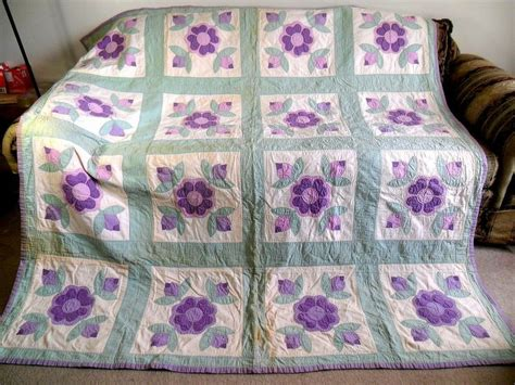 Handmade Applique Quilts - vintage antique handmade quilt of 1940 s