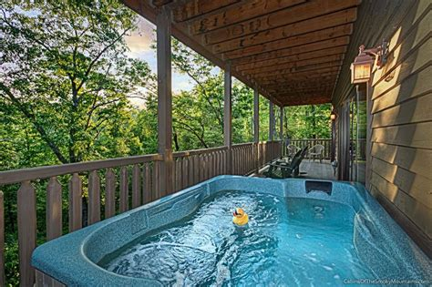 Cottage Bathrooms Ideas by Gatlinburg Tn Cabins Smoky Mountain Rentals From 85